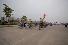Programmes de remise en forme de masse conducteur-étendus de emballage de bicyclette Images stock