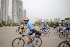 Programmes de remise en forme de masse conducteur-étendus de emballage de bicyclette Image stock