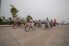 Programmes de remise en forme de masse conducteur-étendus de emballage de bicyclette Photographie stock
