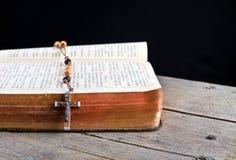Programmes et bréviaire de rosaire Photographie stock libre de droits