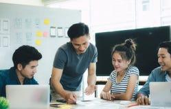 Programmierer- und Netzdesigner, Sitzung UXs UI für die Planierung beweglichen AP stockbild