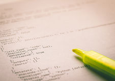 Programmiersprache Pythonschlange auf Papier lizenzfreie stockbilder