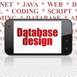 Programmierungskonzept: Smartphone mit Datenbankentwurf auf Anzeige Lizenzfreies Stockbild