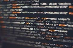 Programvarubärare som programmerar kod Abstrakt datorskriftkod Selektivt fokusera Fotografering för Bildbyråer