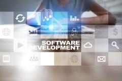 Programvaruutveckling på den faktiska skärmen Applikationer för affär programmering fotografering för bildbyråer