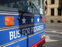 Progresso, ônibus para o progresso, ` s março das mulheres, NYC, NY, EUA Imagem de Stock Royalty Free