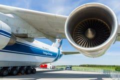 Progresso D-18T de Ivchenko dos turbojatos de um avião de jato Antonov An-124 Ruslan Foto de Stock