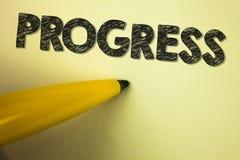 Progresso do texto da escrita da palavra Conceito do negócio para o processo do crescimento de Depelopment de melhoria para conse Fotografia de Stock Royalty Free