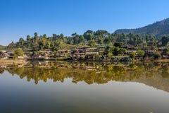 Prohíba el pueblo tailandés de Rak, un acuerdo chino Foto de archivo libre de regalías