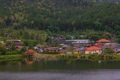 Prohíba el pueblo tailandés de Rak, un acuerdo chino en Mae Hong Son, Tailandia fotografía de archivo