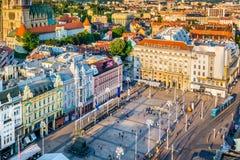 Prohíba la opinión cuadrada de Jelacic en Zagreb, Croacia imágenes de archivo libres de regalías