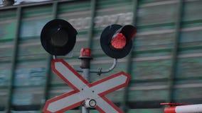 Prohibicja sygnał, rozblaskowy sygnał przy kolejowym skrzyżowaniem zbiory wideo
