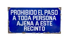 Prohibiting trespassing spanish sign Royalty Free Stock Images