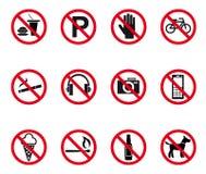 Interdiction et panneaux d'avertissement Image libre de droits