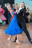 Prohorenko Dmitry et Rymchenok Valeriya exécutent le programme de la norme Youth-2 Photo libre de droits
