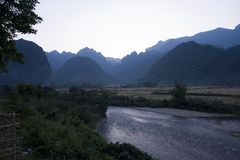 Proiba Phatang, Nam Song River e floresta, Lao People Democratic Republic Imagens de Stock