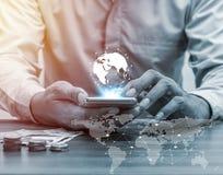 Proibição da rede global dos povos da tecnologia e do Internet da operação bancária em linha Foto de Stock