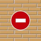 Proibire il segnale stradale sul muro di mattoni Fotografie Stock Libere da Diritti