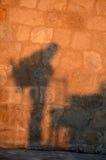 Proiezione del viaggiatore con zaino e sacco a pelo Fotografie Stock