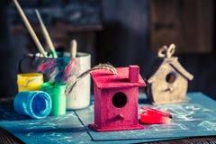 Project van huis voor vogels in houten workshop royalty-vrije stock foto's