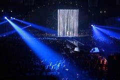 Projecteur bleu sur le concert Photographie stock