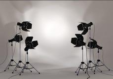 Projecteur d'éclairage de studio sur le mur Photos libres de droits