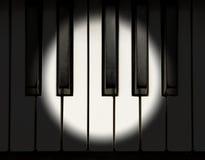 Projecteur sur le piano Photos libres de droits