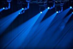 Projecteurs bleus d'étape Images libres de droits