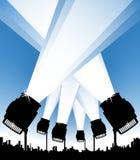 Projecteurs dans le ciel urbain Photo stock