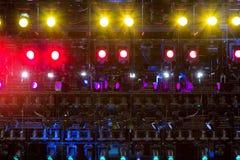 Projecteurs et matériel d'éclairage pour le théâtre Lumières multicolores Photos libres de droits