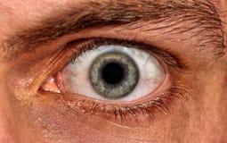 Projectile d'oeil effrayé d'homme images stock