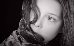 Projectile d'un enfant effrayé images libres de droits