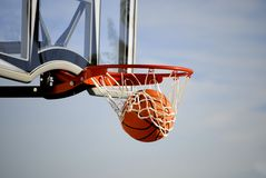 Projectile de basket-ball Photos stock
