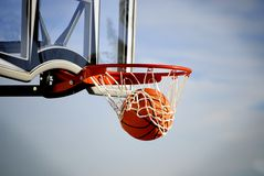 Projectile de basket-ball Photo libre de droits