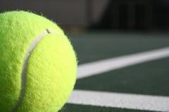 Projectile de tennis partiel Images libres de droits