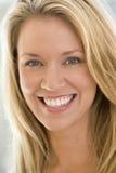 Projectile principal du sourire de femme Photographie stock