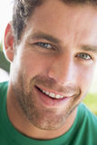 Projectile principal du sourire de l'homme photo stock