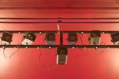 Projector que pendura do teto. Foto de Stock