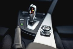 Projektów szczegóły minimalistyczny nowożytny samochód - zakończenia automatyczny przekaz i guziki szczegóły Obraz Royalty Free