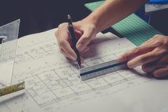 Projekt för skissning för papper för teknikdiagramritning fotografering för bildbyråer