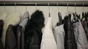 Projekt kolekcja zimy odzież na wieszakach HD strzelający z suwakiem zbiory wideo