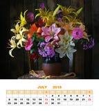 Projekt strony kalendarz Lipiec 2018 wciąż życie leluje Fotografia Royalty Free