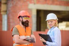 Projekta budowlanego sprawdzać Budowy bezpieczeństwa inspekcja Dyskutuje postępu projekt Zbawczy inspektorski pojęcie obrazy royalty free