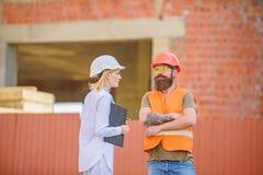 Projekta budowlanego sprawdza? Zbawczy inspektorski poj?cie Budowy bezpiecze?stwa inspekcja Dyskutuje post?pu projekt obraz stock