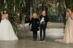 Projektant Galia Lahav L i projektant Sharon SeverR chodzimy pas startowego dla Galia Lahav przedstawienia Bridal spadku, zimy 20 Zdjęcie Royalty Free