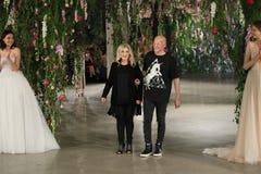 Projektant Galia Lahav L i projektant Sharon SeverR chodzimy pas startowego dla Galia Lahav przedstawienia Bridal spadku, zimy 20 Zdjęcie Stock