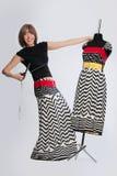 Projektant mody bawić się z mannequin Zdjęcia Royalty Free