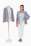 Projektant mody pozycja z mannequin Obraz Stock