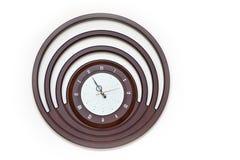 Projektanta Ścienny zegar z Round tarczą na Białym tle fotografia royalty free