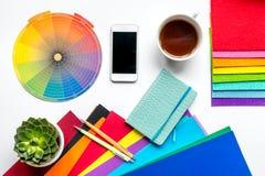 Projektanta biuro w zawodu pojęciu na biurka tła odgórnym widoku Zdjęcie Stock